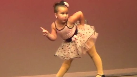 girl dances to aretha franklin sot newday_00005912.jpg