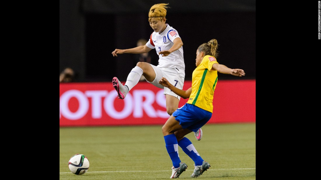 Tamires of Brazil challenges Jeon Gaeul of South Korea.