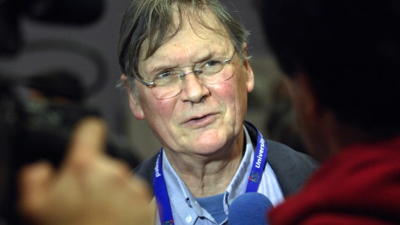 """Sir Tim Hunt, a scientist and Nobel Prize winner, apologized after suggesting that women in labs """"fall in love with you and when you criticize them, they cry."""""""