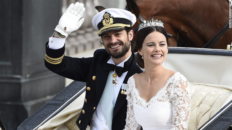 Sweden 39 S Prince Carl Philip Sits With His Bride Sofia Hellqvist