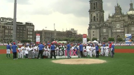 cnnee beisball derby in zocalo mexico city lmb _00011517