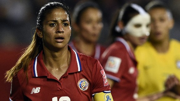 Costa Rican midfielder Shirley Cruz during play.