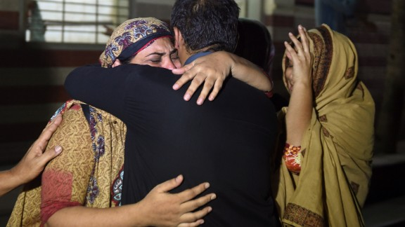Relatives mourn the death of a heat wave victim at the Edhi morgue in Karachi on June 21.