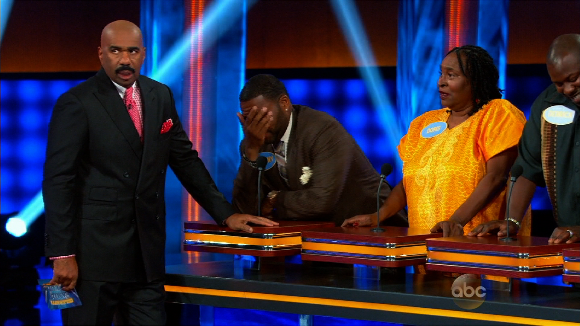 Actor's mom turns heads with 'Family Feud' answer