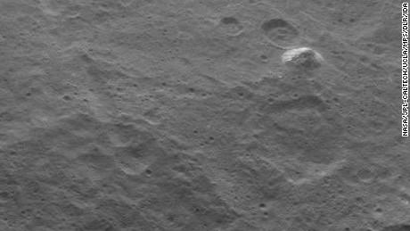 Ο νάνος πλανήτης Ceres αποκαλύπτει ένα μυστήριο σε σχήμα πυραμίδας