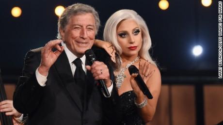 Tony Bennett et Lady Gaga se produisent sur scène lors de la 57e cérémonie annuelle des Grammy Awards le 8 février 2015 à Los Angeles.