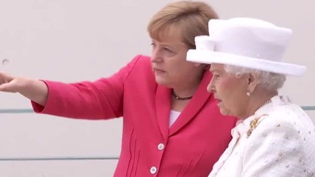 queen elizabeth visits germany meets with merkel_00010117