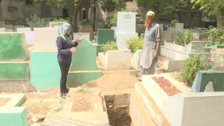 mohsin pakistan cemeteries running out of room_00000718