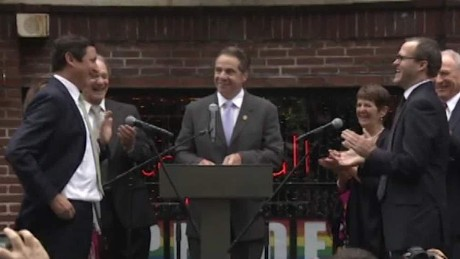 gov cuomo officiates same sex wedding harlow pkg_00035717