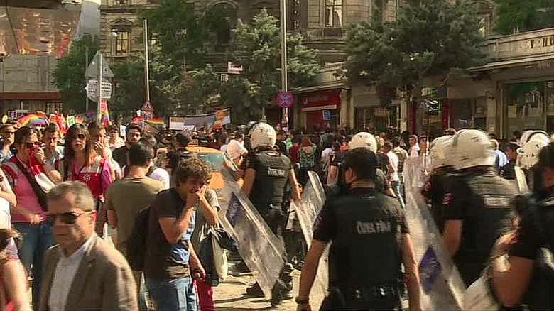Turkish police break up gay pride parade