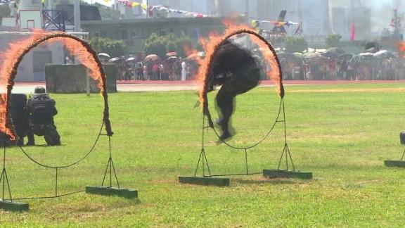 china army muscle hong kong vo_00002711.jpg