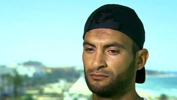 witness risks life tunisia pkg paton walsh _00013504.jpg