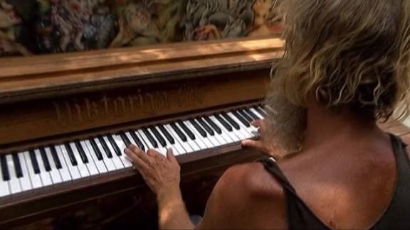 homeless piano man florida pkg _00002519.jpg