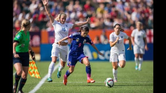 Japan's Nahomi Kawasumi shields Chapman during the first half.
