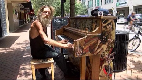 cnnee vo homeless piano _00002124