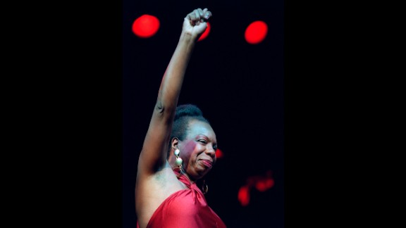 Simone gestures to the crowd at a concert in Paris on October 22, 1991.