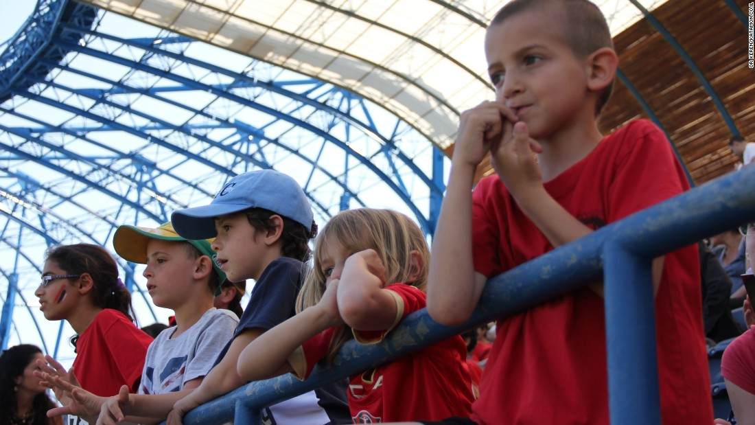 The club gives away free tickets to local children for its home games at Jerusalem's Teddy Stadium. Hapoel shares the stadium with city neighbor Beitar.