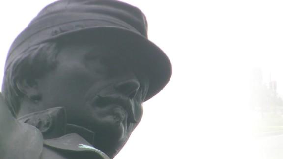nola mayor confederate monument removal debate_00000912.jpg