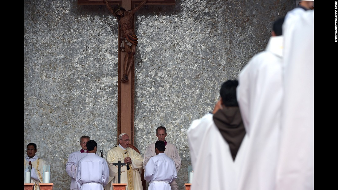 The Pope officiates a Mass at the square of Christ the Redeemer in Santa Cruz on July 9.