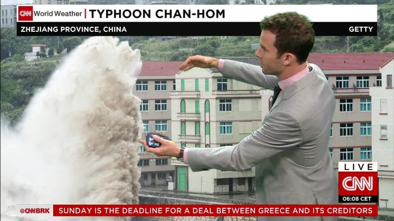 Powerful typhoon hitting near Shanghai