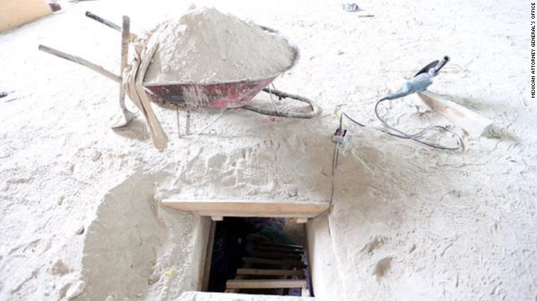 39 el chapo 39 breaks out of prison through tunnel