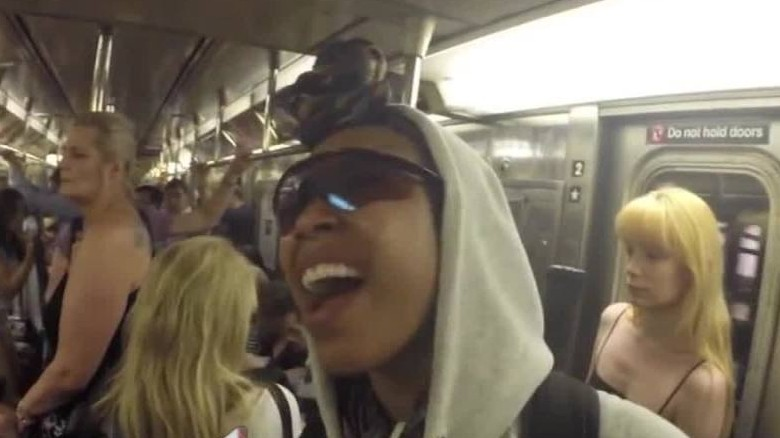Brandy sings on NYC subway and no one cares
