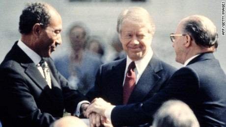 US President Jimmy Carter (C) congratulates Egyptian President Anwar al-Sadat (L) and Israeli Premier Menachem Begin (R) in three-way handshake on March 26, 1979 on the north lawn of the White House after signing the historic US-sponsored peace treaty between Israel and Egypt. (Photo credit should read -/AFP/Getty Images)