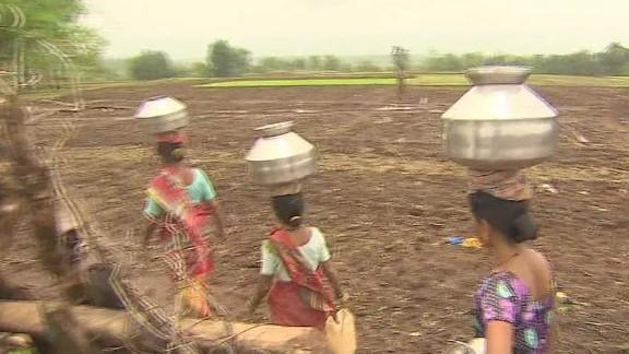 india water wives kapur pkg ns_00012419.jpg