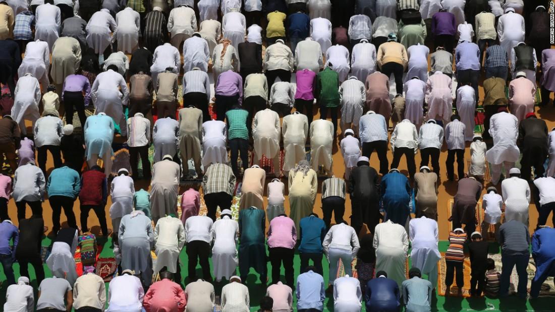 Muslims pray ahead of Eid ul Fitr celebrations
