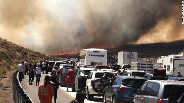 Wildfire jumps California freeway, torches cars