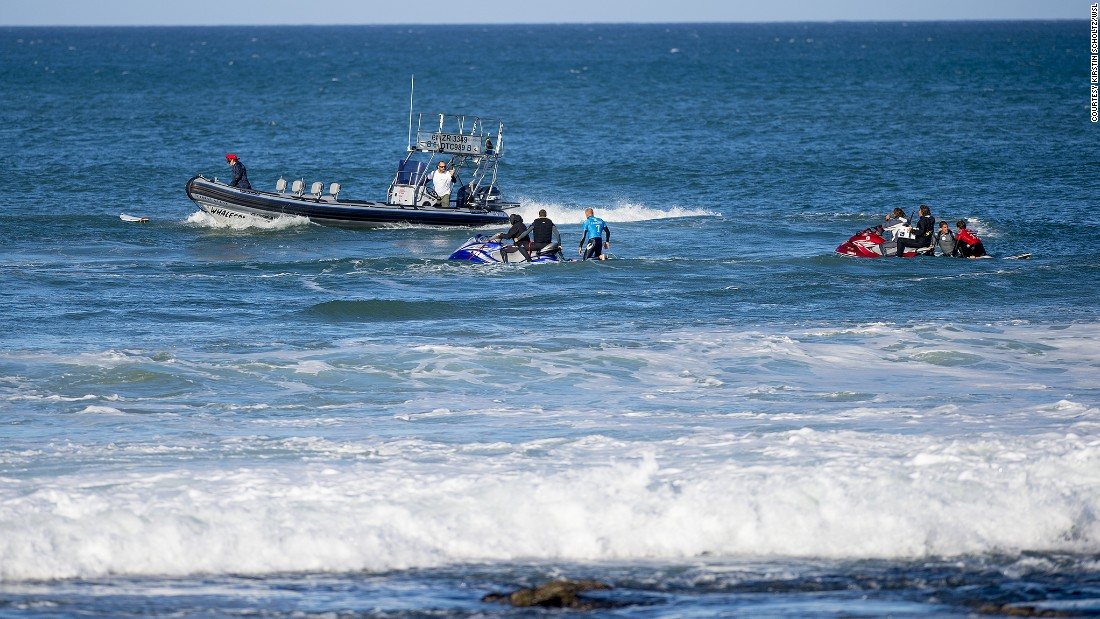 Fanning and Wilson are taken to shore by rescue craft.