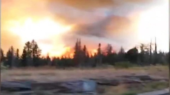 tourist flee wildfire montana_00020607.jpg