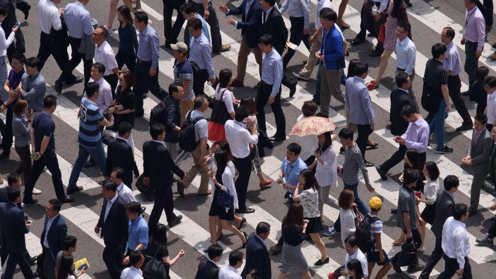 https://cdn.cnn.com/cnnnext/dam/assets/150723165155-seoul-street-crossing-super-tease.jpg