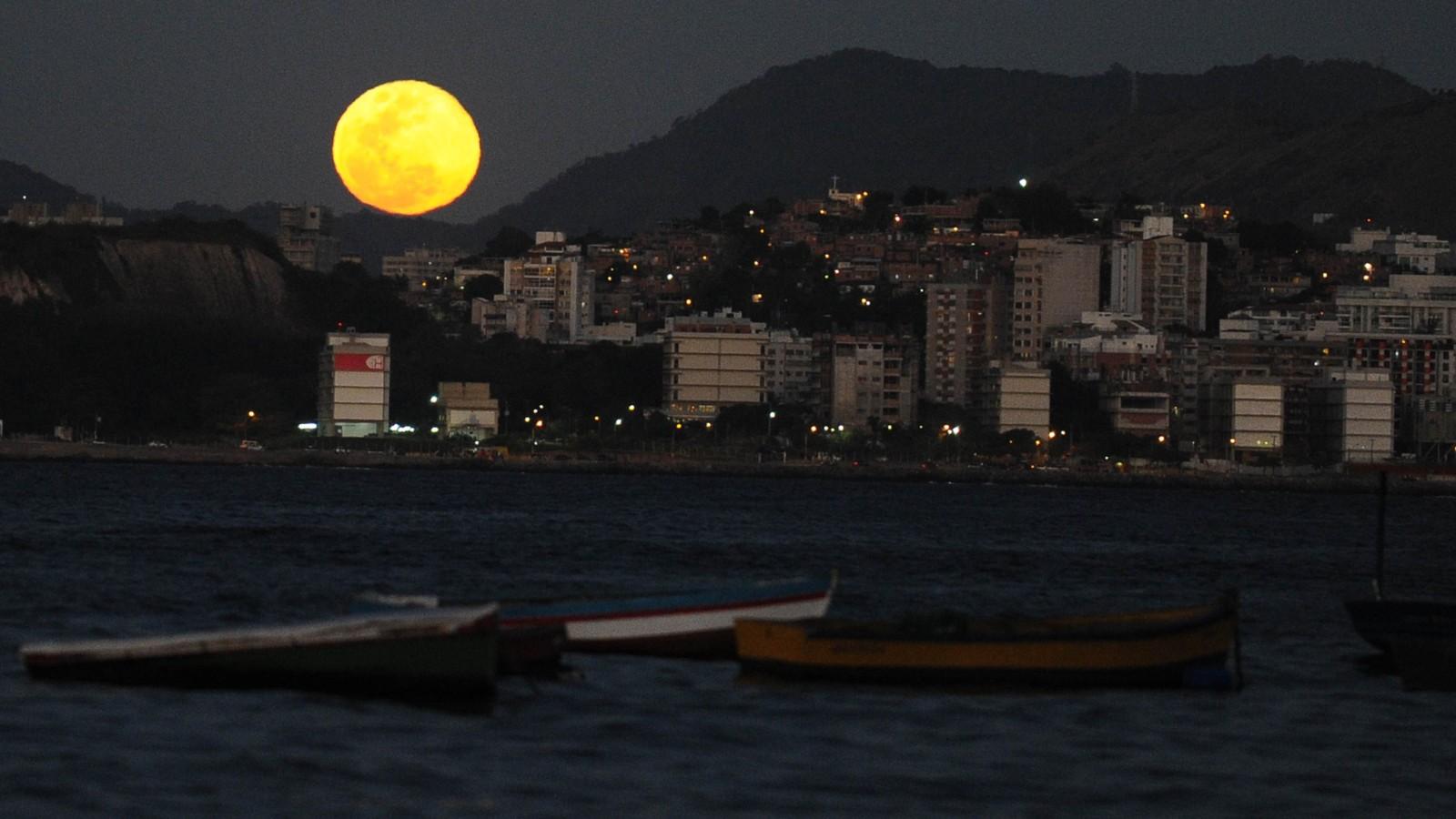Kết quả hình ảnh cho moon rises