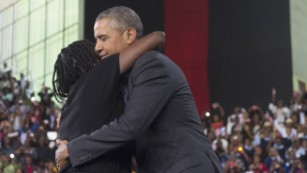 Obama returns sister's favor, plus other highlights from his Kenya trip