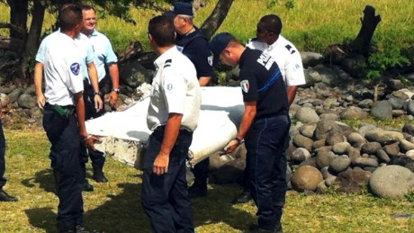 mh370 debris shipped to france elbagir dnt _00003923