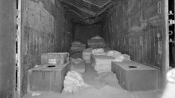 Kidnappers trapped 27 people in a buried moving van, the inside covered with wire.