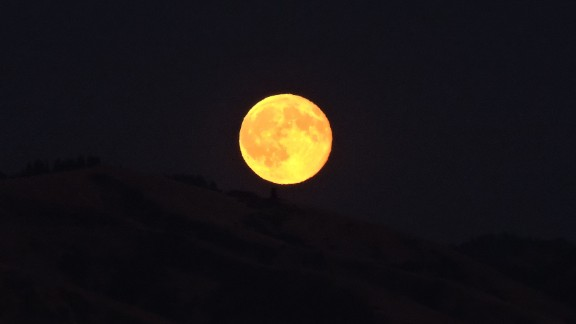 """The blue moon illuminated Walla Walla, Washington, Earl Blackaby said. The region has been dealing with some wildfires in the Blue Mountains, but that did not alter the color of the moon, he explained. """"The moon looks gold and shines in the sky like a big lightbulb,"""" he said."""