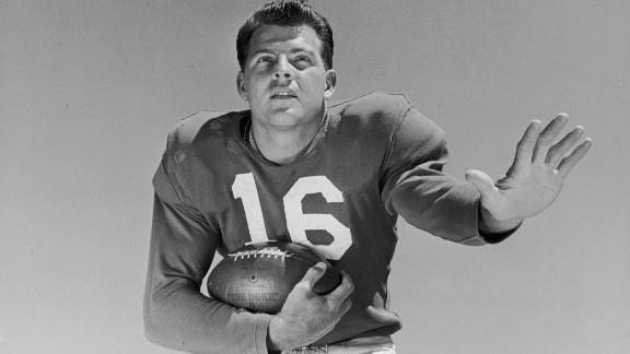 Former NFL star and longtime sportscaster Frank Gifford died August 9 at his Connecticut home, his family said. He was 84.