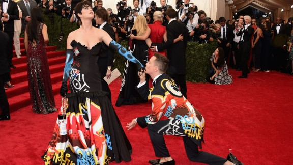 Fashion designer Jeremy Scott kisses singer Katy Perry