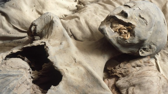 Disputed mummy claimed to be Nefertiti in 2003