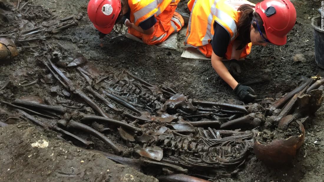 London dig finds possible 1665 'plague pit'