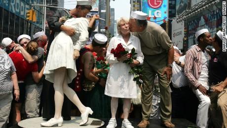 v j day 70th anniversary the kiss cnn