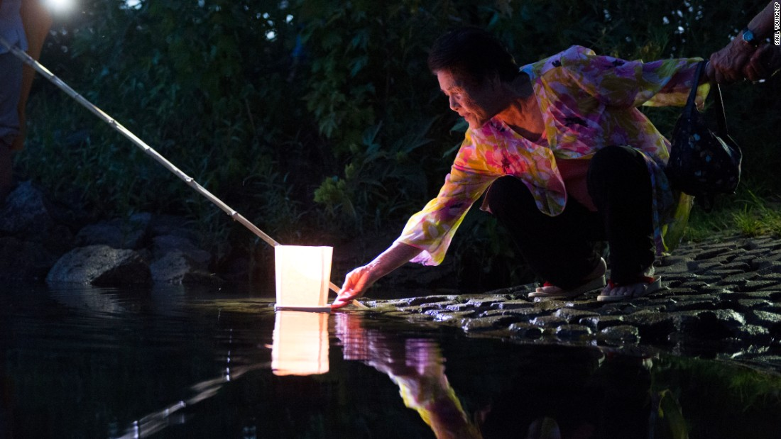 "A lantern is placed on Fort Loudoun Lake during a peace lantern ceremony on Sunday, August 9, in Knoxville, Tennessee, in commemoration of the 70th anniversary of the <a href=""http://www.cnn.com/2015/08/04/world/gallery/atomic-bomb-hiroshima-nagasaki/index.html"">bombing on Nagasaki, Japan.</a> <a href=""www.cnn.com/2015/08/05/world/hiroshima-survivors-artifacts/"">Related: A tricycle, a toddler and an atomic bomb</a> <a href=""http://www.cnn.com/2015/08/07/world/gallery/week-in-photos-0807/index.html"">See last week in 37 photos</a>"