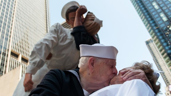 NEW YORK, AUGUST 14: World War II veterans Ray and Ellie Williams recreate the iconic Alfred Eisenstaedt photograph in Times Square. The Williams, Navy veterans also celebrating their 70th wedding anniversary, participated in a re-enactment of the famous photo. (Photo by Bryan Thomas/Getty Images)