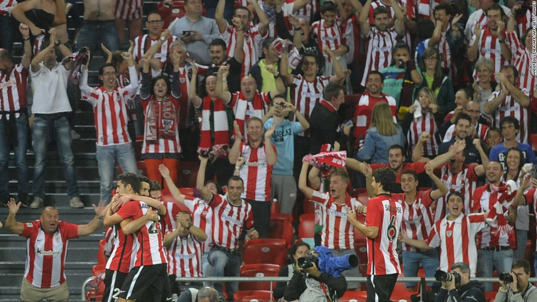Veteran striker Aritz Aduriz scored a second-half hat-trick as Bilbao earned a 4-0 advantage to take to the Camp Nou in Monday's second leg.