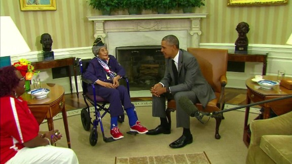 Longest living oldest veteran Emma Didlake White House President Obama visit _00000020.jpg