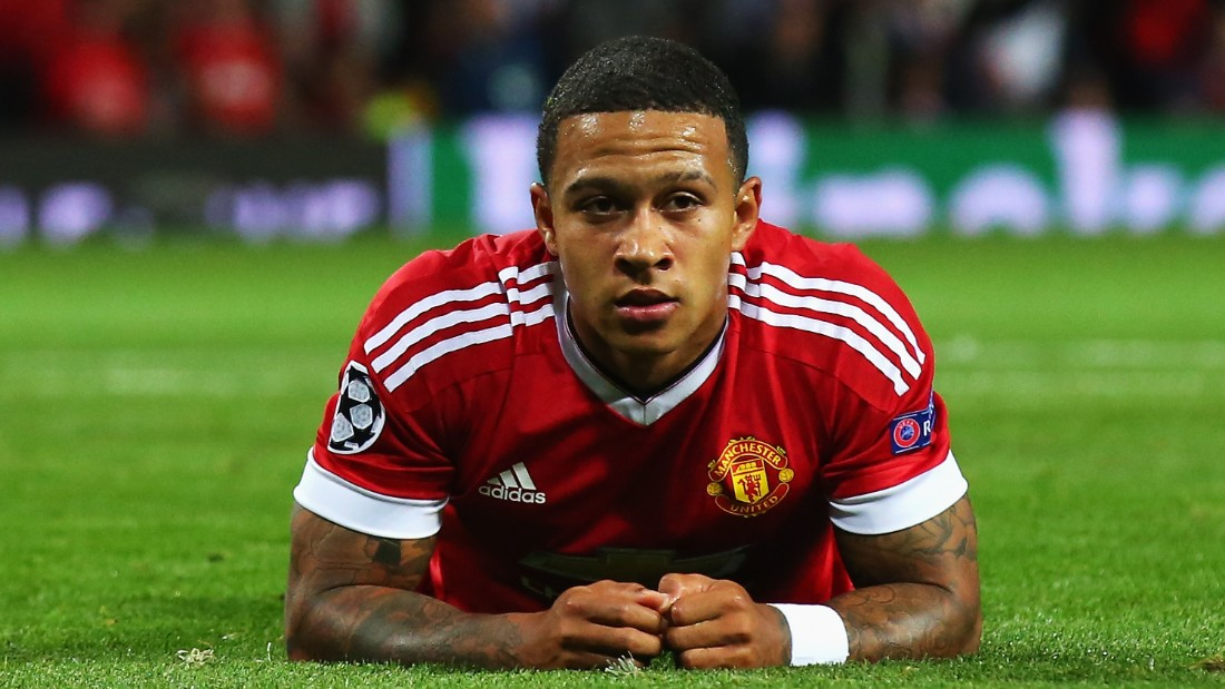 MANCHESTER, ENGLAND - AUGUST 18:  Memphis Depay of Manchester United lies on the ground after failing to score during the UEFA Champions League Qualifying Round Play Off First Leg match between Manchester United and Club Brugge at Old Trafford on August 18, 2015 in Manchester, England.  (Photo by Alex Livesey/Getty Images)
