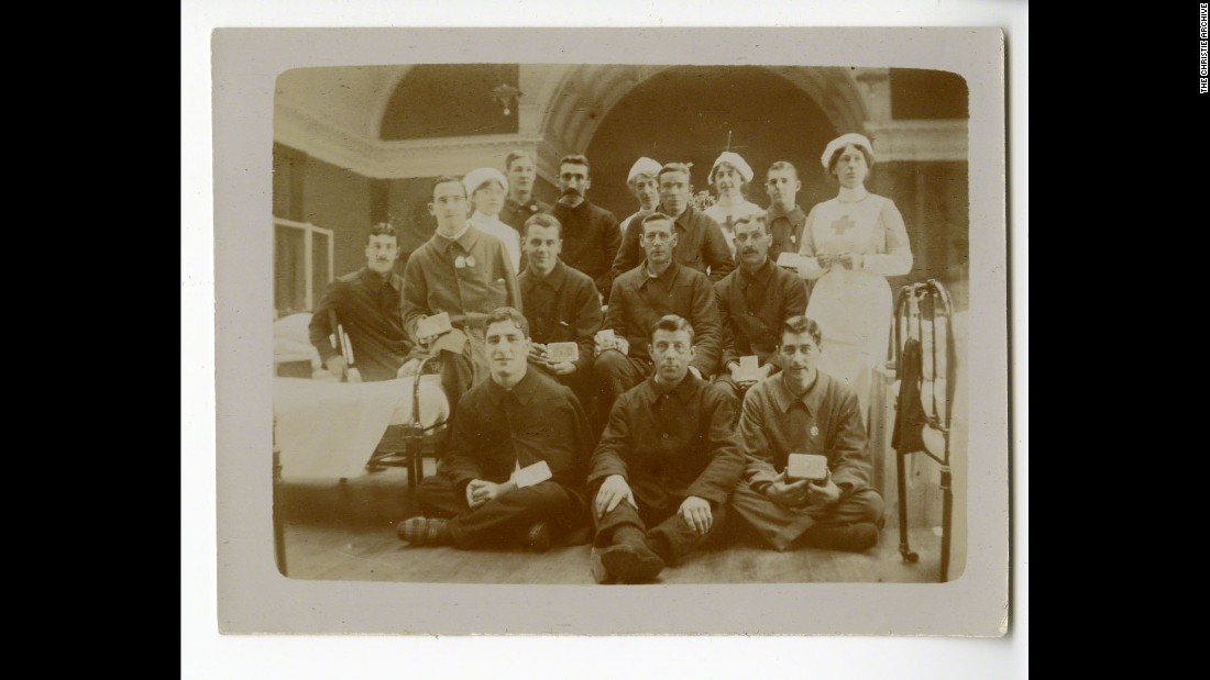 During World War I, she served as a nurse. She is seen here (in the top row, third from left) with soldiers at Christmas 1914. She met her first husband, Archie Christie, a soldier and later airman, during this period.