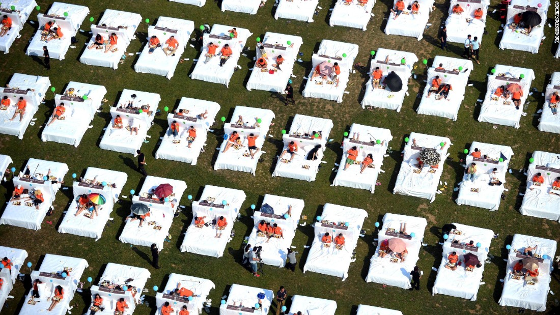 People in Beijing set a new Guinness World Record for the most people having breakfast in bed at the same time. There were 418 people taking part in the stunt on Sunday, August 16.